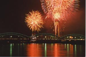 image:Three Fireworks at Watarase River.